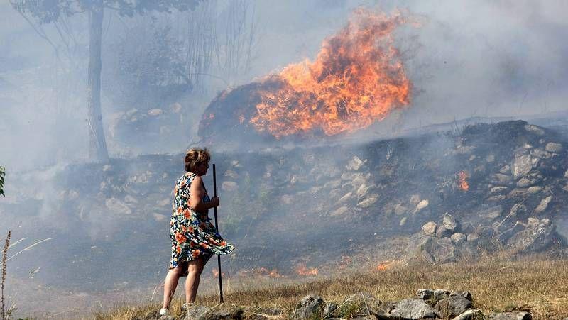 Ourense cercada por las llamas.Besteiro y Baltar se reunieron en el Parador de Monforte.