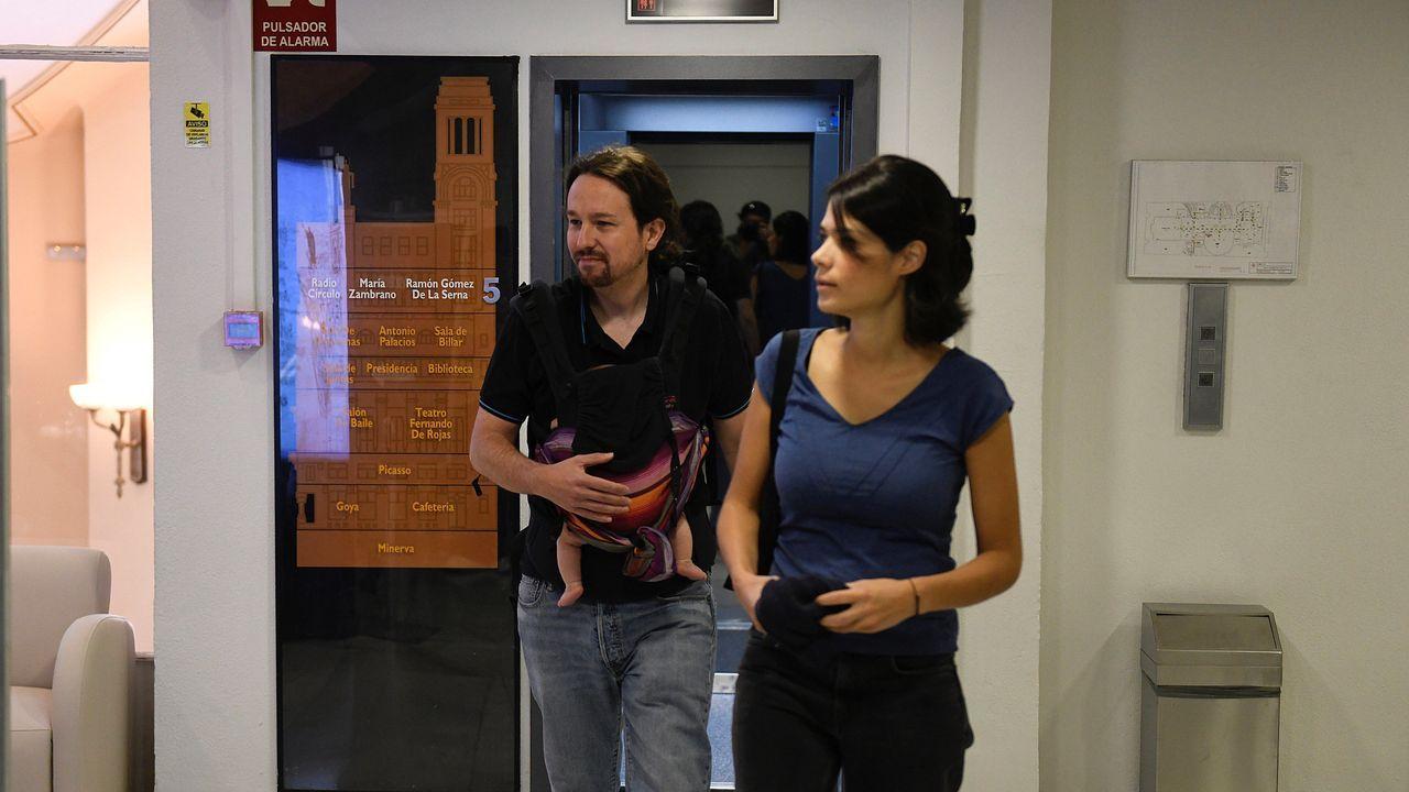 Pablo Iglesias se reafirma como alternativa al bipartidismo.Una imagen que difícilmente se volverá a producir: Errejón con Villares y Santos en Pontevedra durante un acto en septiembre del 2016