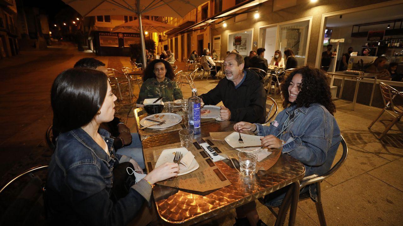 Con la suavización de las restricciones a la hostelería, Viveiro empieza a recuperar poco a poco el ambiente nocturno