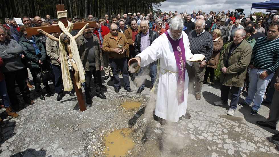 Multitudinaria misa en Momán contra los baches