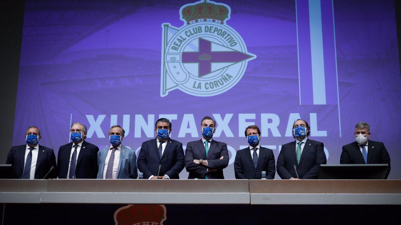 Las imágenes de la Junta de accionistas del Deportivo.Los representandes de los entes organizadores, durante la inauguración