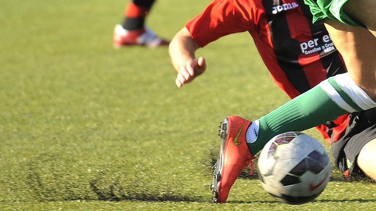 Cuco Ziganda Real Oviedo Mirandes Carlos Tartiere.Los jugadores del Dépor festejan el gol de Peru al Tenerife