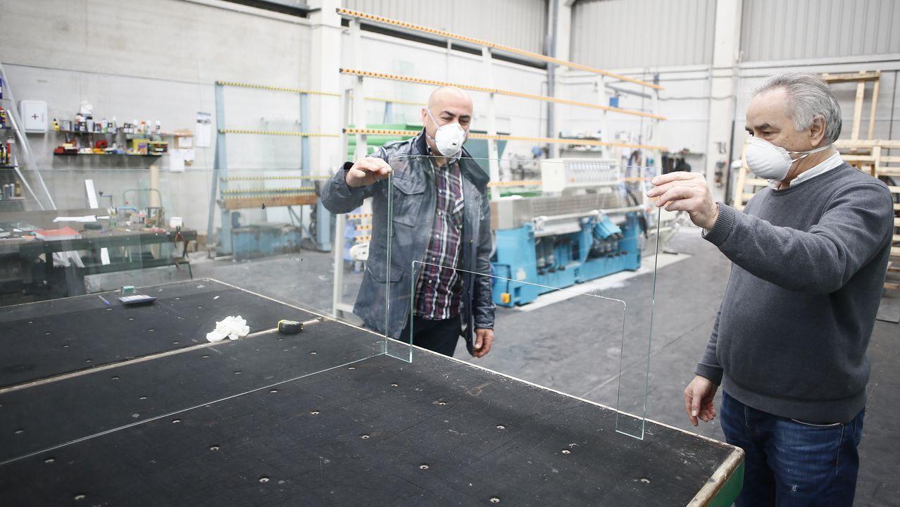 Cristalería San Ciprián lleva meses fabricando mamparas