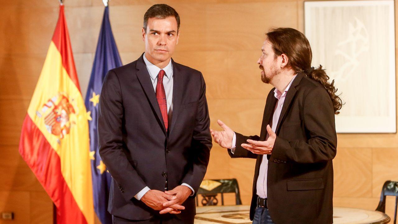 El ministro Ábalos durante una reunión con miembros de Navarra Suma.