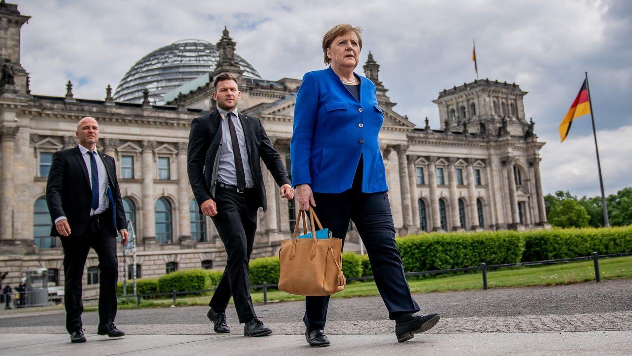 Angela Merkel, ayer, saliendo del Bundestag