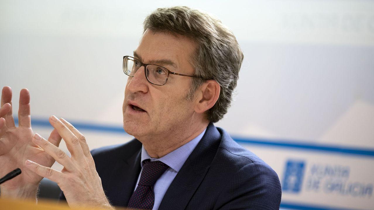 Núñez Feijoo comparece para informar sobre la pandemia en Galicia.Pedro Sánchez, con mascarilla y guantes en su visita a una empresa en Madrid
