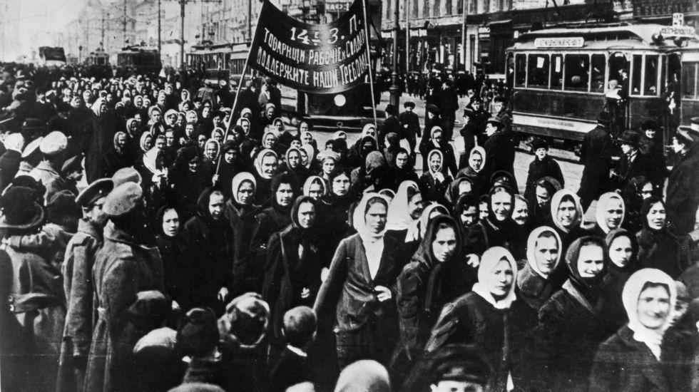 Manifestación polo Día Internacional da Muller de 1917 en San Petersburgo (entón chamada Petrogrado)