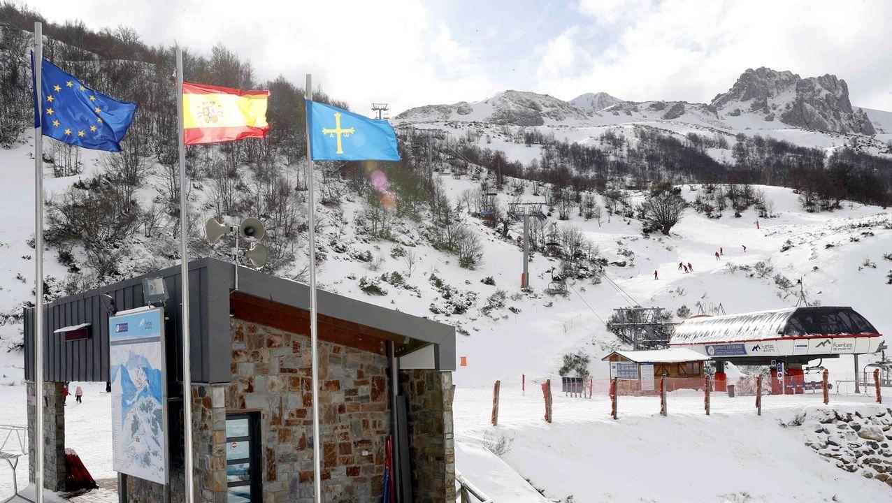 Nieve en Asturias en el mes de junio. la estación invernal de Fuentes de Invierno.