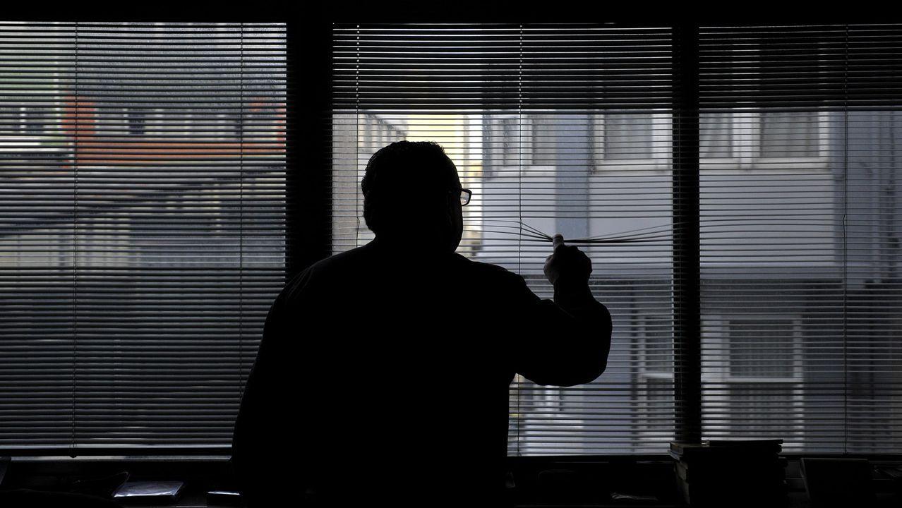 Manifestaciones en Londres yStuttgarten contra de las restricciones.Un detective, en su despacho, en una imagen de archivo