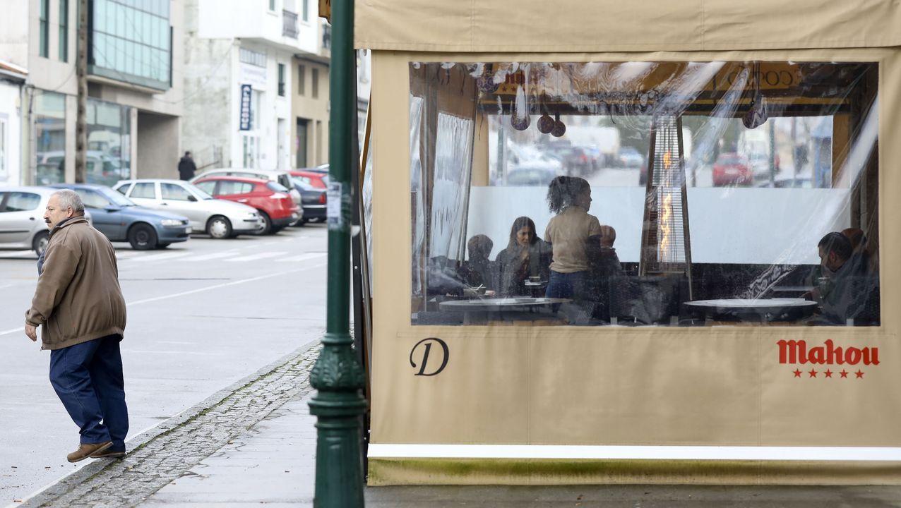 Adiós a la Navidad Top de Vigo.Estufa de gas en una terraza de Santiago