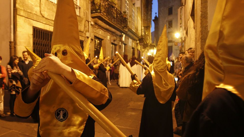 Salida de la iglesia de Santa María del Camino de la procesión de la Humildad