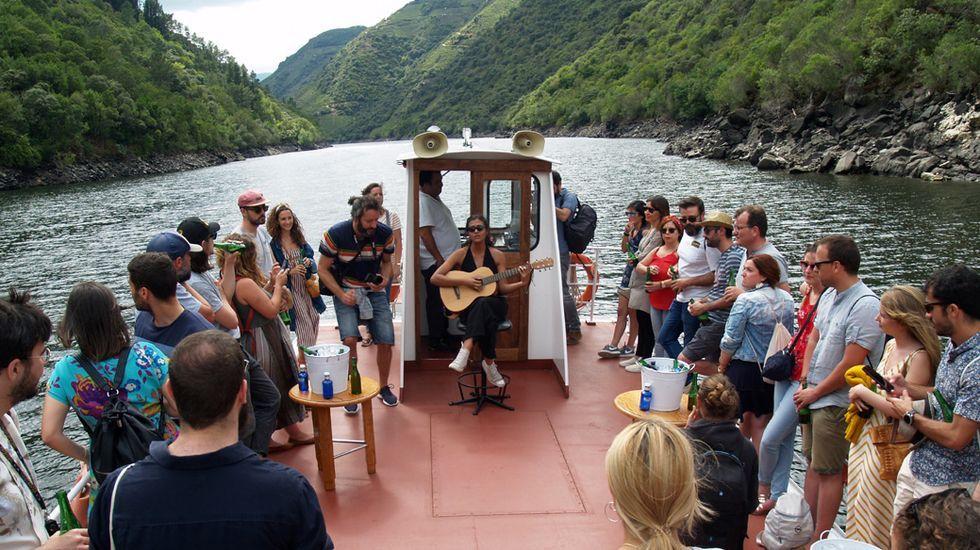 Concierto a bordo del catamarán del Sil en la segunda edición del festival