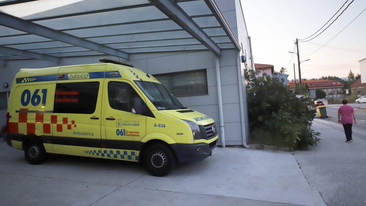 San Amaro abre la temporada de romerías de Vigo.Imagen de archivo de una ambulancia