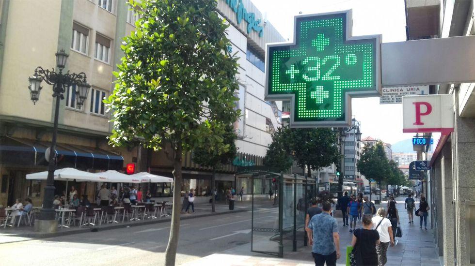 pasajero, autobús, bus, Asturias.Un termómetro señala los 32 grados en la calle Uría de Oviedo