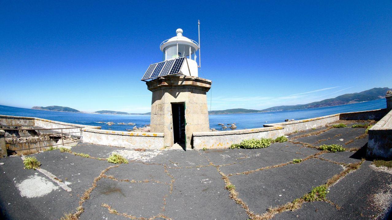 Faro de Lobeira Grande en la ría de Corcubión