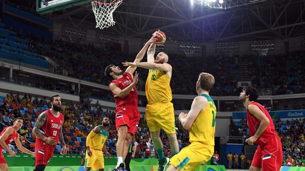 Isinbayeva: «Aquí termina mi carrera como atleta profesional».Isaquias, a la derecha, junto a Erlon de Souza en el podio.