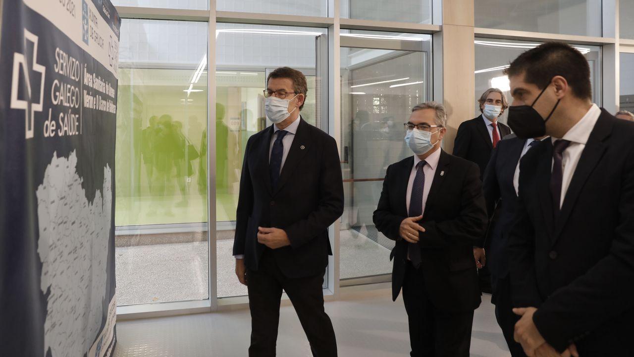 Núñez Feijoo, durante su visita al nuevo centro de salud de Pereiro de Aguiar