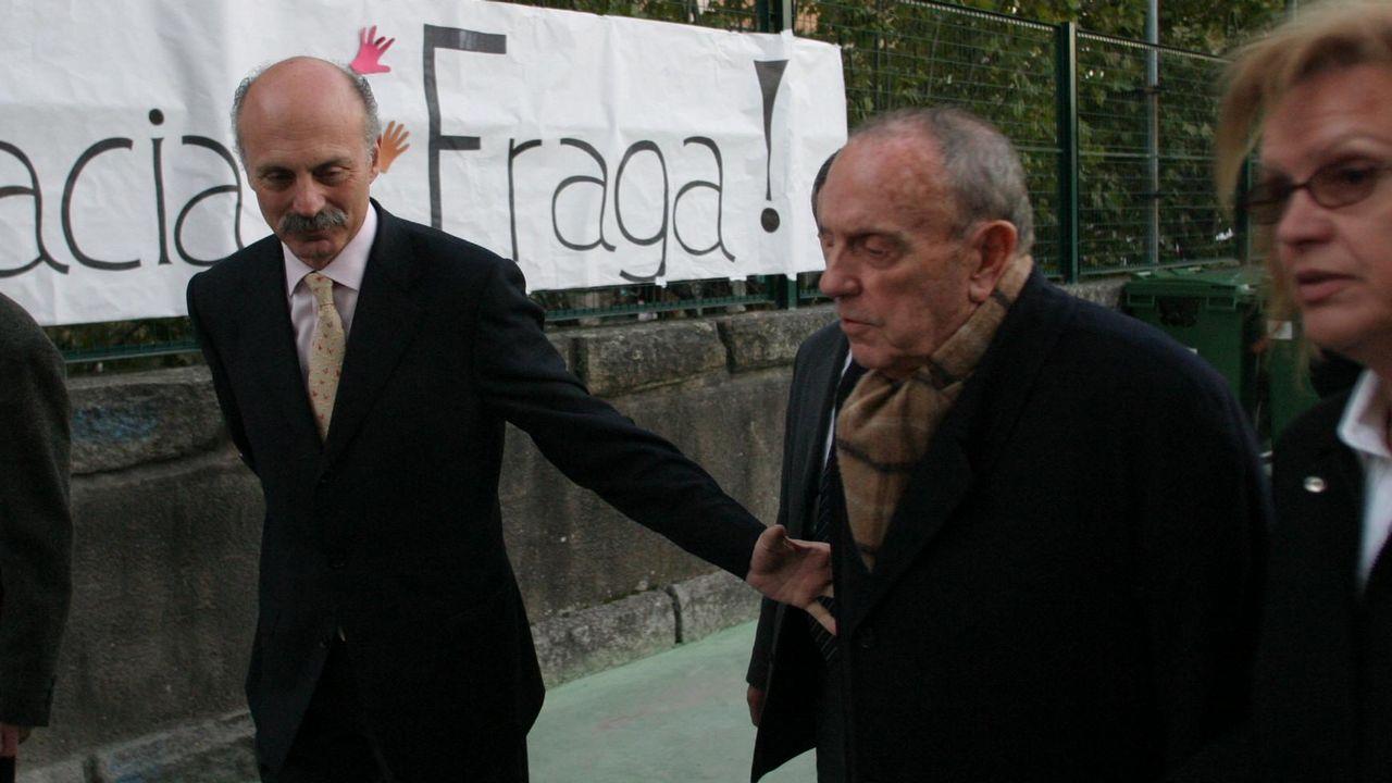 Fraga, en una imagen de archivo del 2001, durante una visita a las obras del puerto exterior de Ferrol