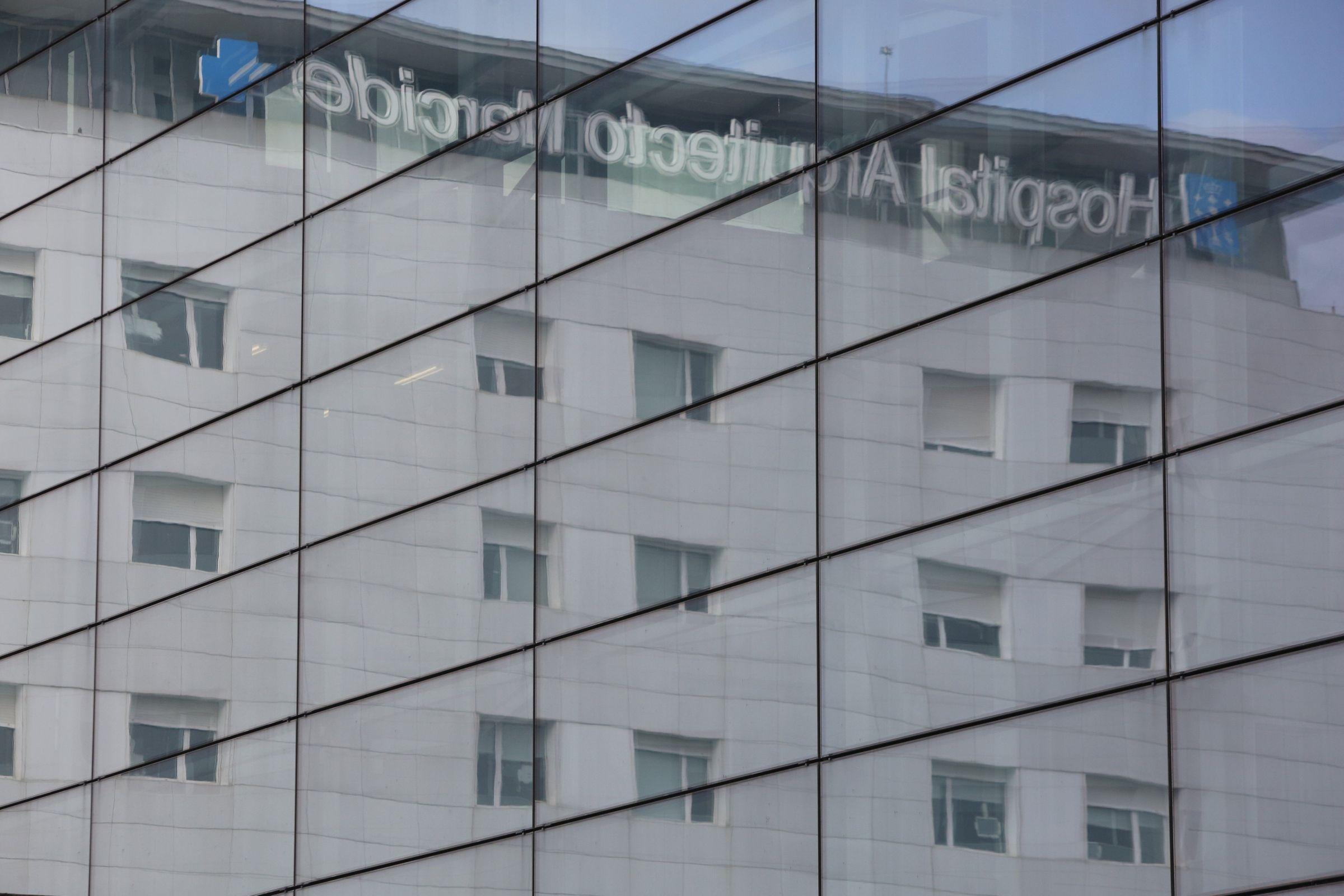 Vista exterior de varias plantas del hospital Arquitecto Marcide