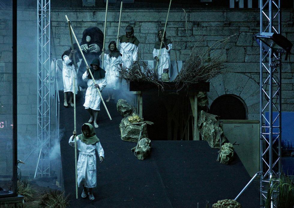 Os membros do Centre Dramatique National de Naterre-Amandiers na obra de «Swap Club».