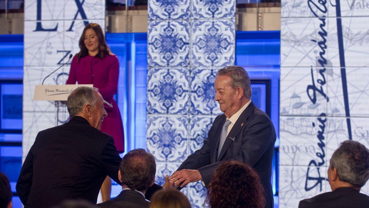Afectuoso saludo del presidente y editor de La Voz de Galicia, Santiago Rey Fernández-Latorre al premiado