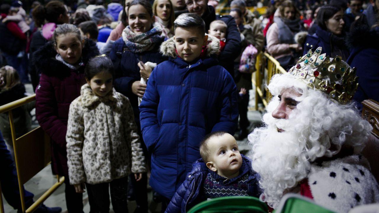 Mensaje de los Reyes Magos para los niños de Cervantes.La recepción de los Reyes Magos en Verín también se hizo otros años en el pabelló municipal
