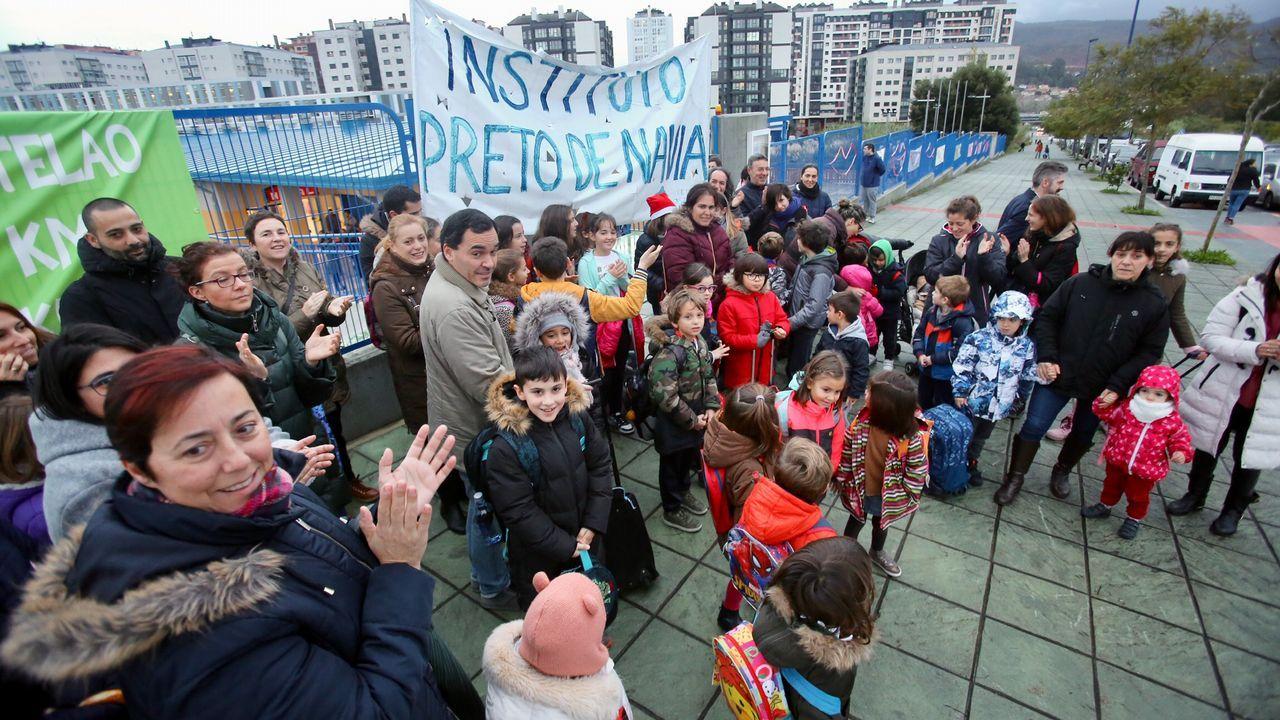 Los padres de escolares de Navia reclaman un instituto más cerca.Administración de la Puerta del Sol de Vigo, que vendió un décimo del gordo