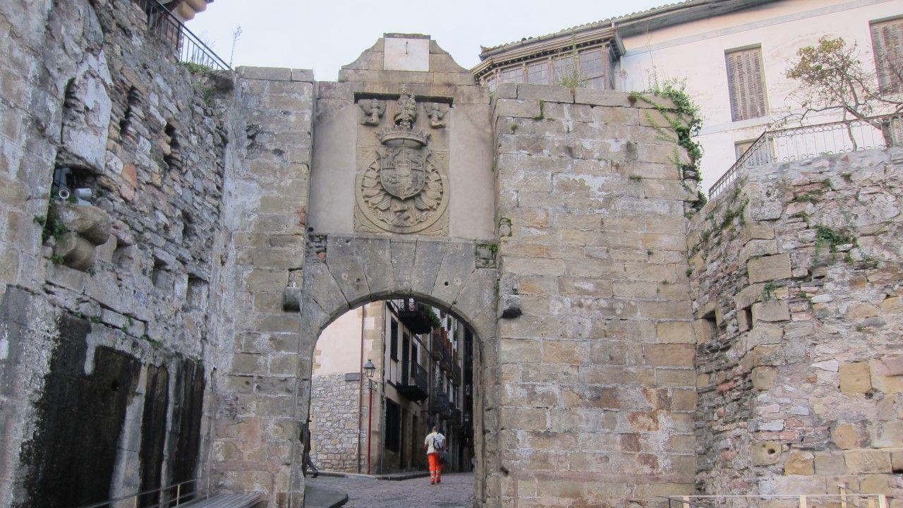 Proyecto Tabacalera Gijón puzle.Muralla de Hondarribia, cerca de donde ocurrió el suceso