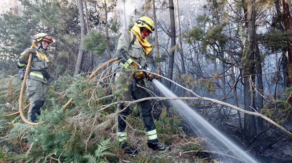 Campaña de incendios: A finales del mes pasado se registraba el primer incendio estival, en Vidán. Entre marzo y junio en Santiago hubo solo 63 frente a los 107 del año anterior, según los datos del 112. Con el verano ya encima, toca extremar la guardia