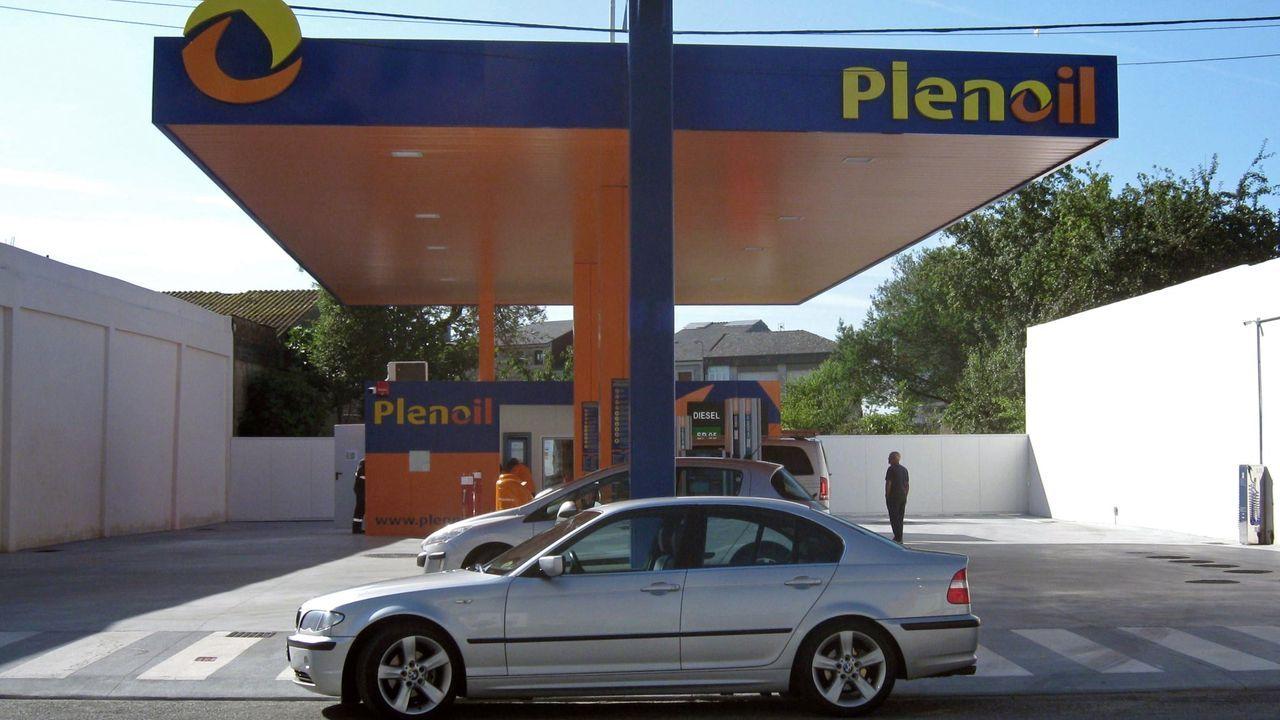 Gasolinera de Plenoil en el casco urbano de Vilalba