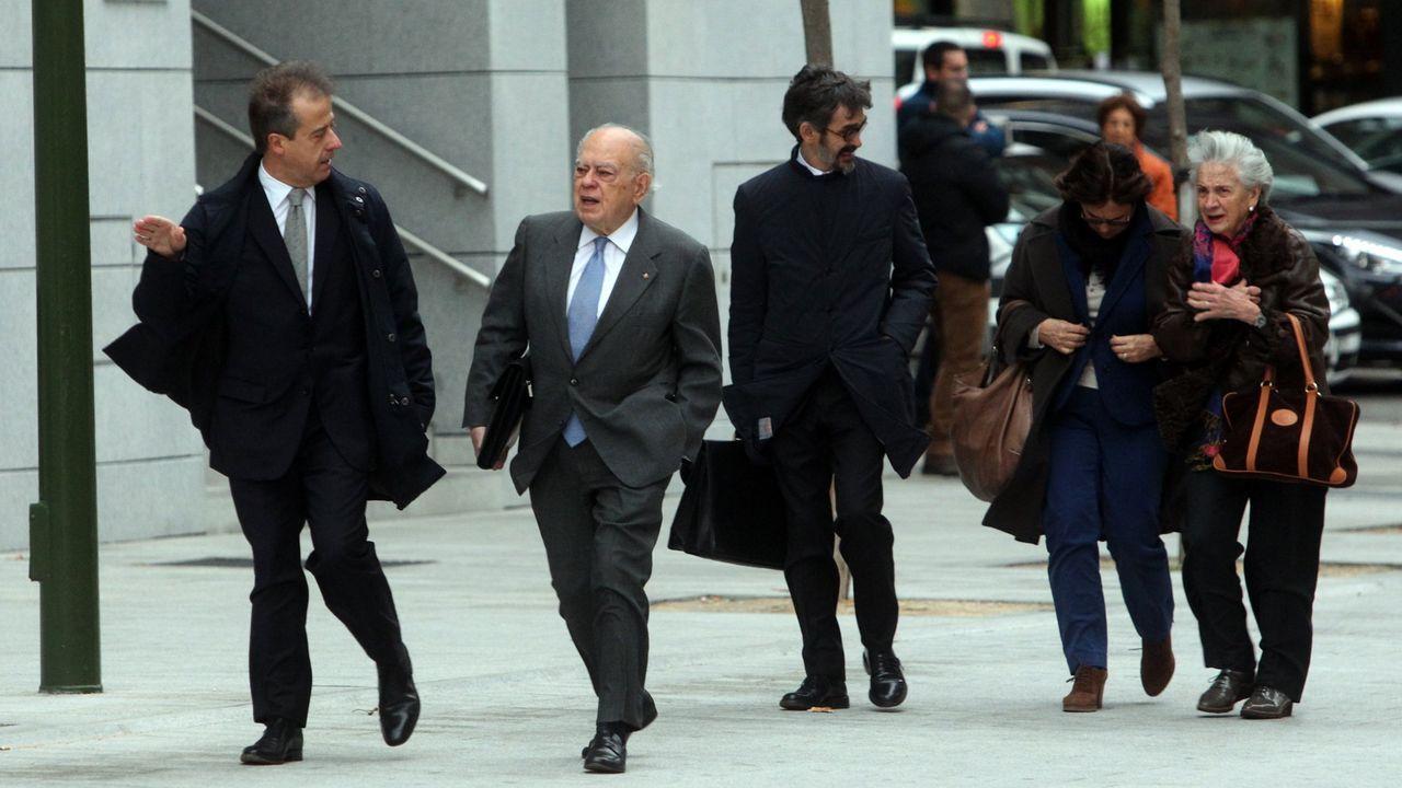 El expresidente catalán Jordi Pujol y su esposa Marta Ferrusola, a su llegada para declarar a la Audiencia Nacional para dar explicaciones sobre su fortuna en Andorra en el 2016