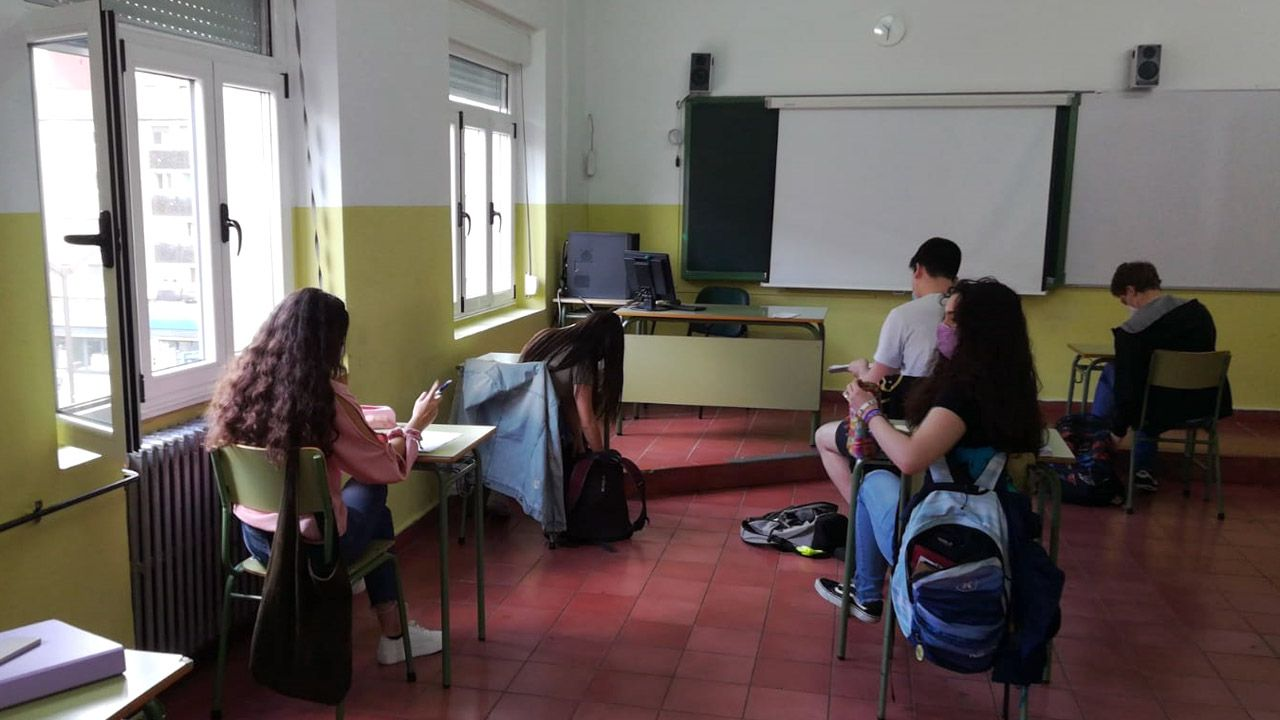 Un grupo de alumnos de Bachillerato, del instituto Jovellanos, de Gijón, en el aula