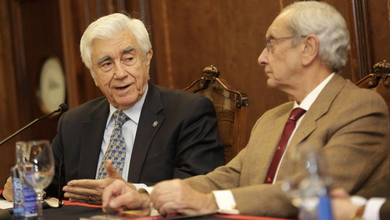 El embajador José Cuenca, junto al presidente del Club Náutico de A Coruña, Fernando Cobián Varela