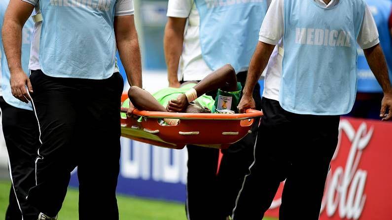 El tropezón de Sabella.Los jugadores de México, Peralta y Giovani.