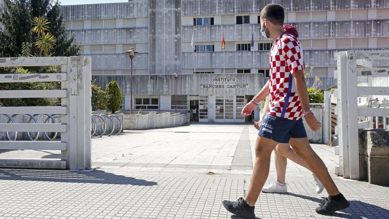 En el hospital Montecelo, en Pontevedra, hay este jueves 15 pacientes ingresados por covid, tres de ellos en la uci