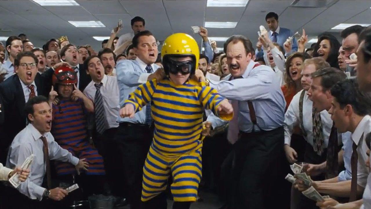 Concurso de lanzamiento de enanos en la película «El lobo de Wall Street»