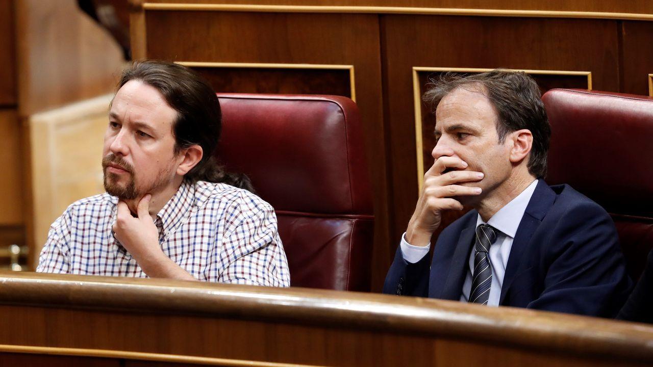 Iglesias, junto a Jaume Asens, durante la sesión de investidura, fallida de nuevo, de Pedro Sánchez este jueves