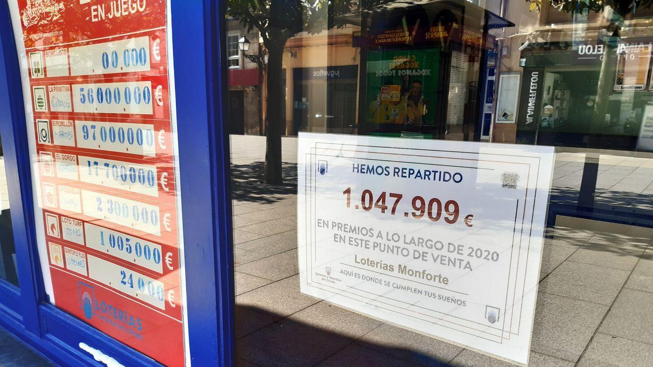 Exterior de la administración de lotería número dos, donde se vendió un décimo premiado