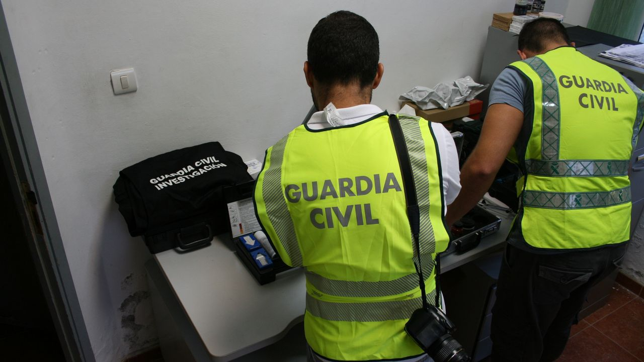Teléfono móvil.Francisco José Vázquez, jefe de la Unidad Antiterrorista de la Guardia Civil, este lunes, durante la presentación de la operación lanzada por Europol contra la propaganda yihadista