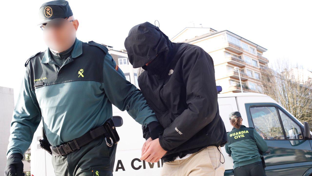 Los trabajadores de las obras de la calle Cardenal llevan mascarillas desde ayer