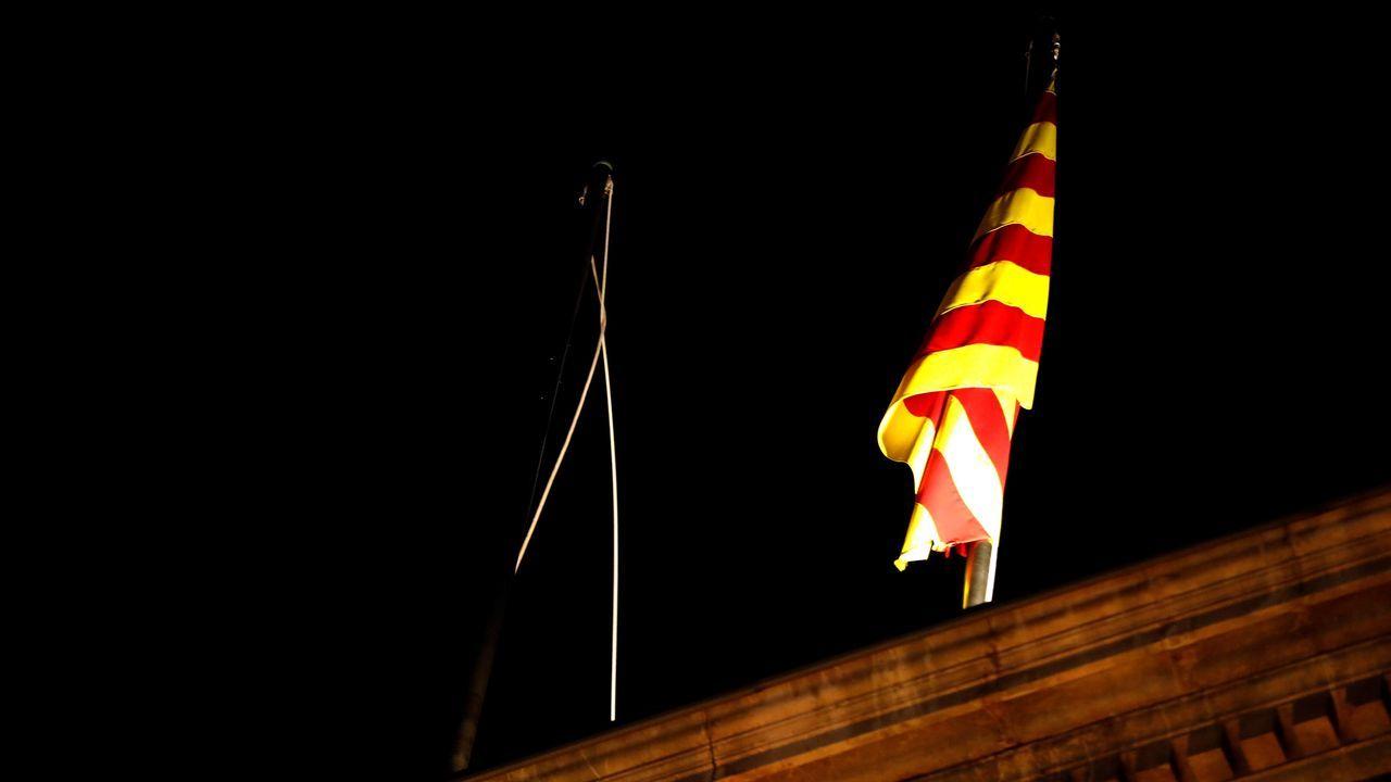 Un coche acaba en el altar de una iglesia de Sonseca y el conductor dice que está endemoniado.Funcionarios del Gobierno catalán arriaron la bandera española de la Generalitat durante 17 minutos cuando se conoció la inhabilitación de Torra, el pasado día tres de enero