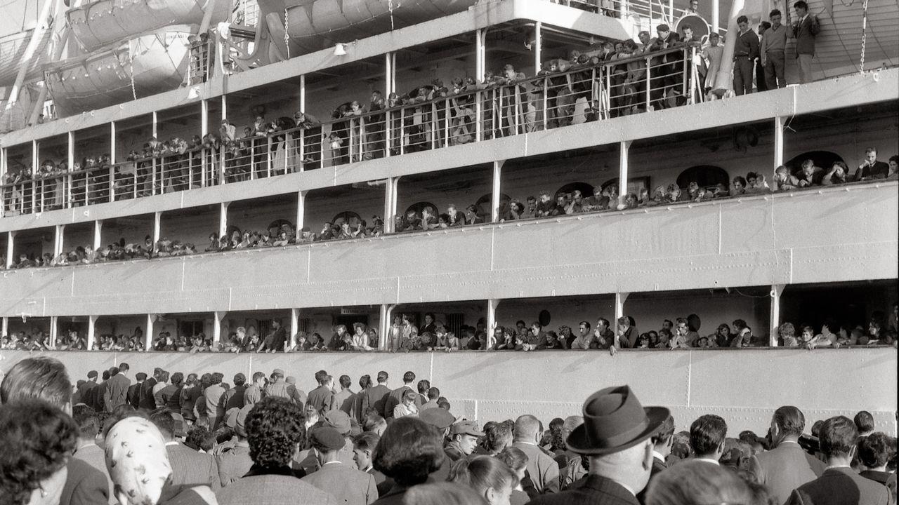 A exposición está dividida en tres partes: A ida (na imaxe a despedida de familiares no porto en 1957), a volta e o secuestro do buque Santa María