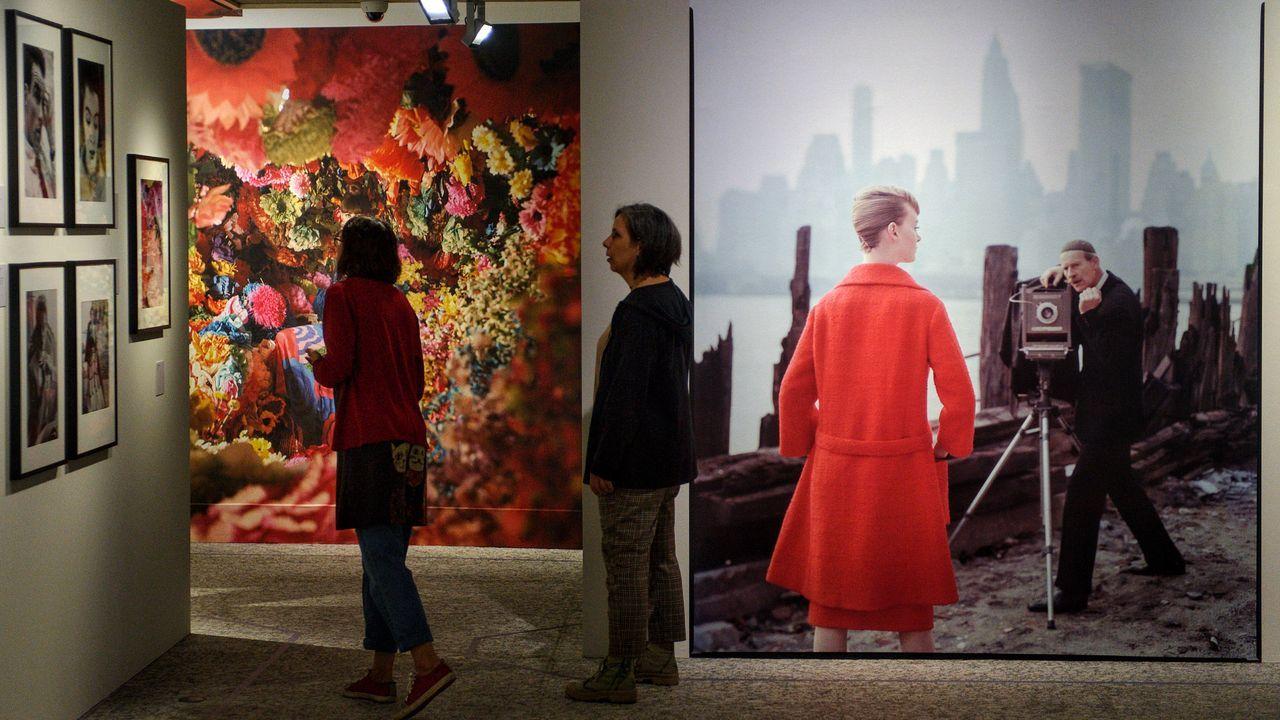 pepper.La exposición que se puede ver hasta el 19 de enero en la Fundación Barrié de A Coruña incluye 80 de las fotografías más icónicas de Norman Parkinson. En la que se ve al fondo, vemos a la modelo Nena von Schlebrügge, madre de Uma Thurman. Nena fue uno de los descubrimientos de Parkinson, que también sale en la instantánea