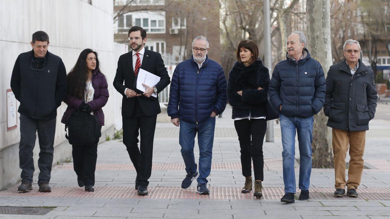 Llegada de los familiares al juzgado madrileño donde se celebró el acto de conciliación por la demanda de la asociación Trece Rosas contra Ortega Smith