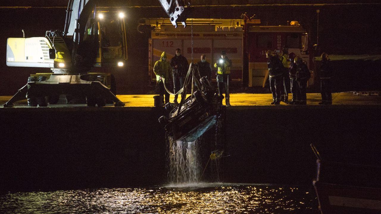 Mueren dos vecinos de Malpica tras caer al mar en un coche.Trágico accidente en el puerto de Malpica