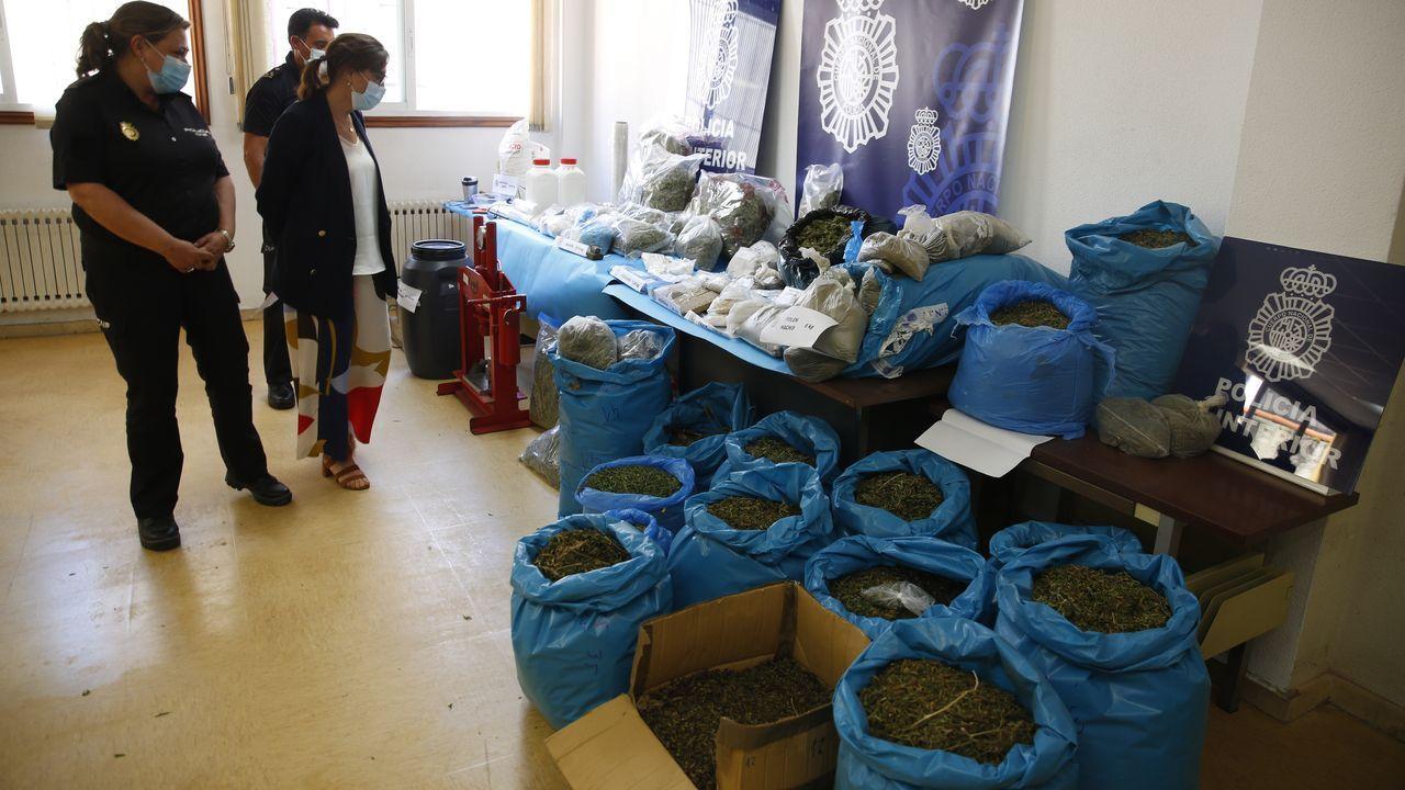 Vacunación contra el covid con AstraZeneca, este domingo, en el recinto ferial de Pontevedra