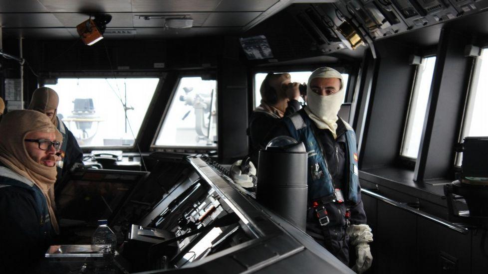 El virus del ébola puede tardar nueve meses en desaparecer del semen.El capitán de fragata Ignacio Cuartero recibiendo el mando