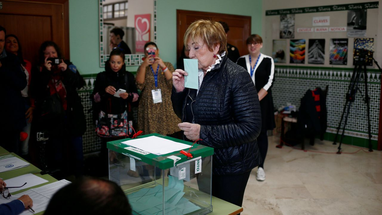 Los candidatos andaluces votan y hacen un llamamiento a una participación «masiva».Elecciones en Andalucia. Celia Villalobos