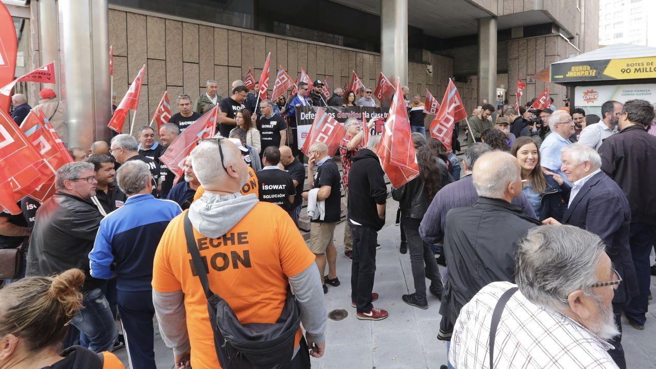Concentraciónpor las imputaciones durante la protesta de Alcoa en Madrid.Los policías nacionales en prácticas fueron recibidos este miércoles en A Coruña en un acto público