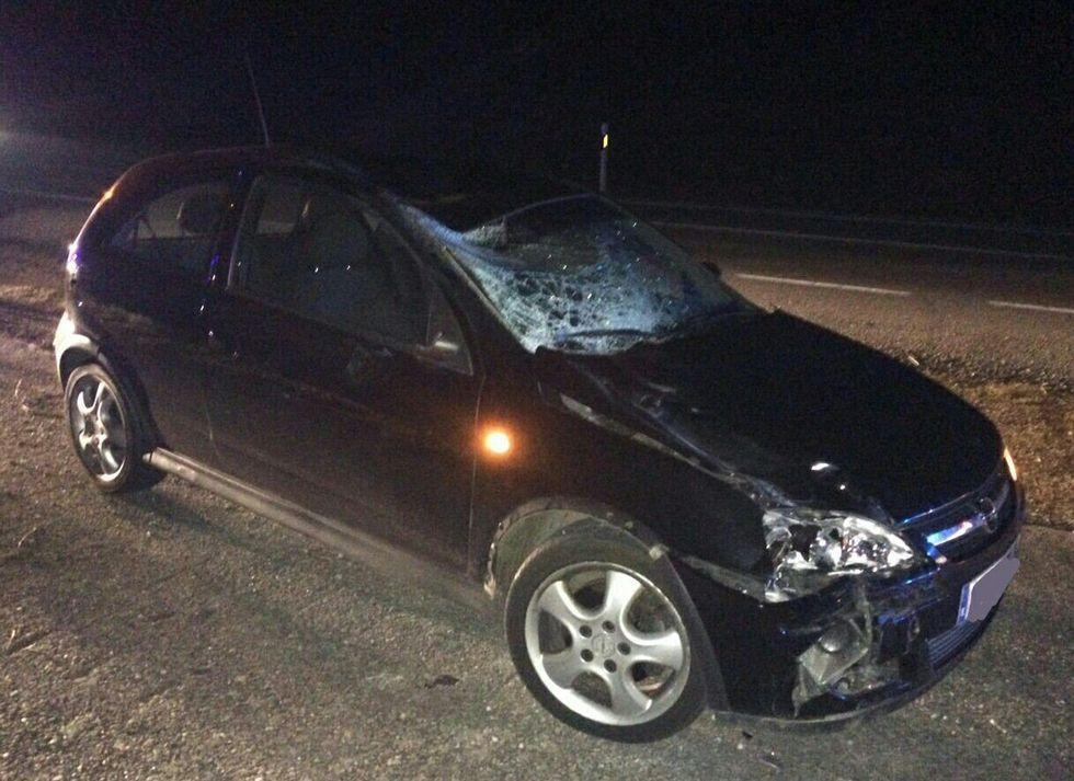 Todas las imágenes de las nevadas en Galicia.Estado en el que quedó el coche implicado en el atropello.